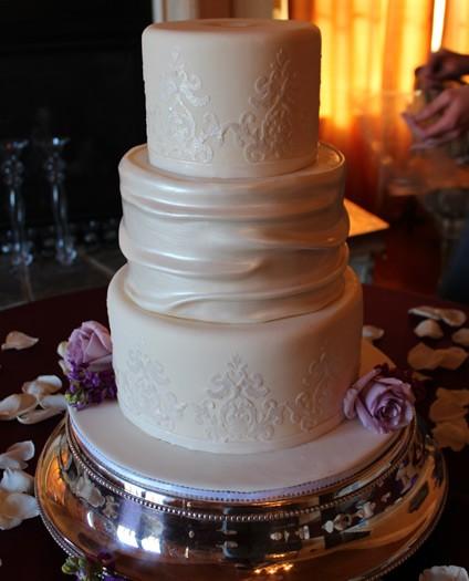 elegant-damask-cake