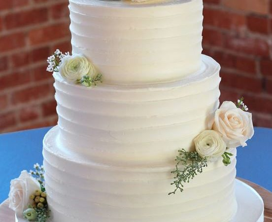 Questions to Ask Your Wedding Cake Baker